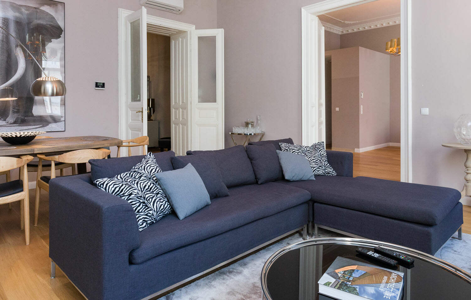Pure Luxury in the Center of Vienna. First class 3 bedroom luxury apartment with space for up to 6 people.Apartments size in m²: 140 District: 1010 Inner City Bedroom: 3. Internet, Digital Cable TV,