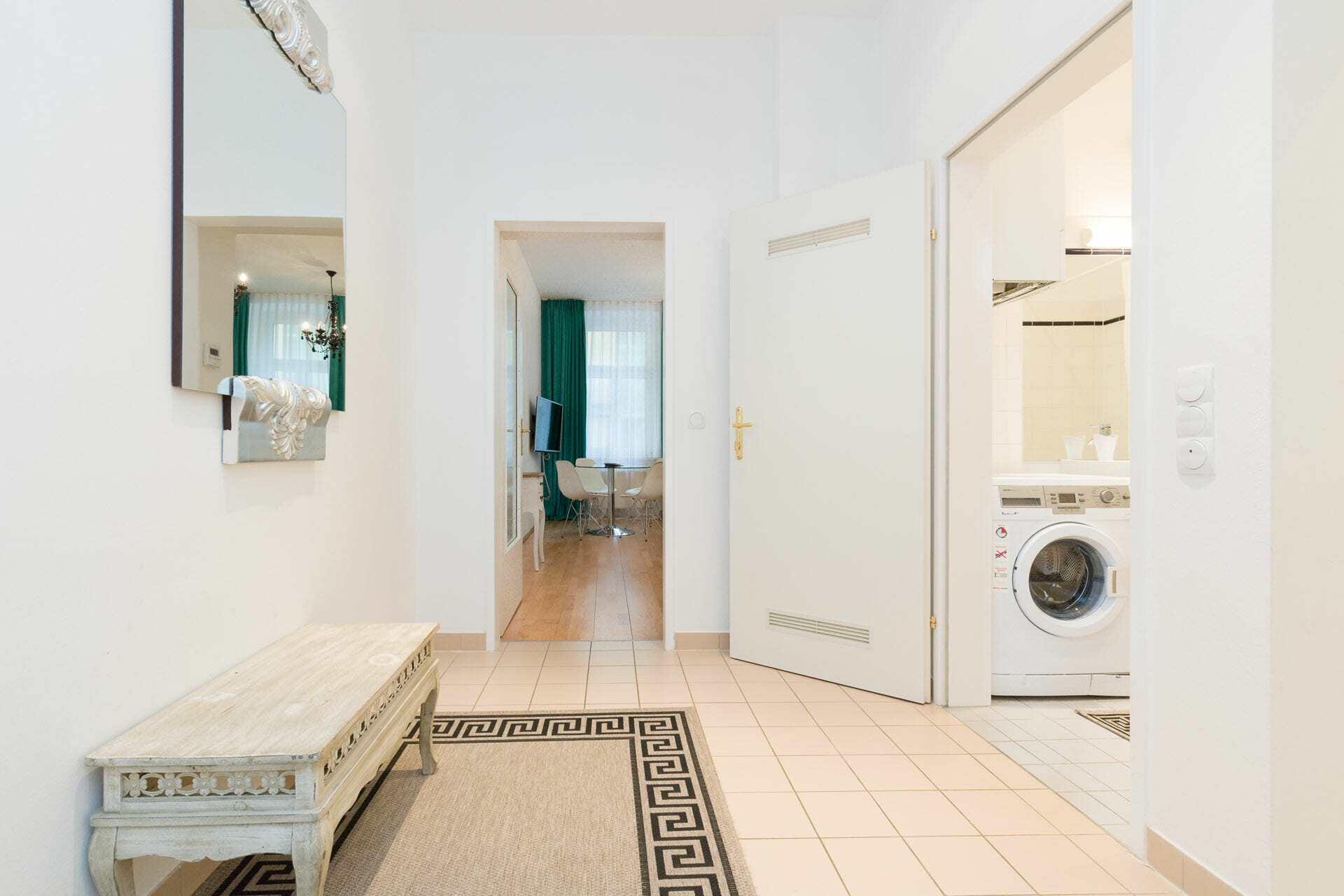 Apartments in Vienna Austria. Alser Strasse 14. Cosy studio apartment.Premium Studio Close to City Center.Everything is located nearby. The main hospital, AKH is 300 meters away. Public transportation is at the doorstep.