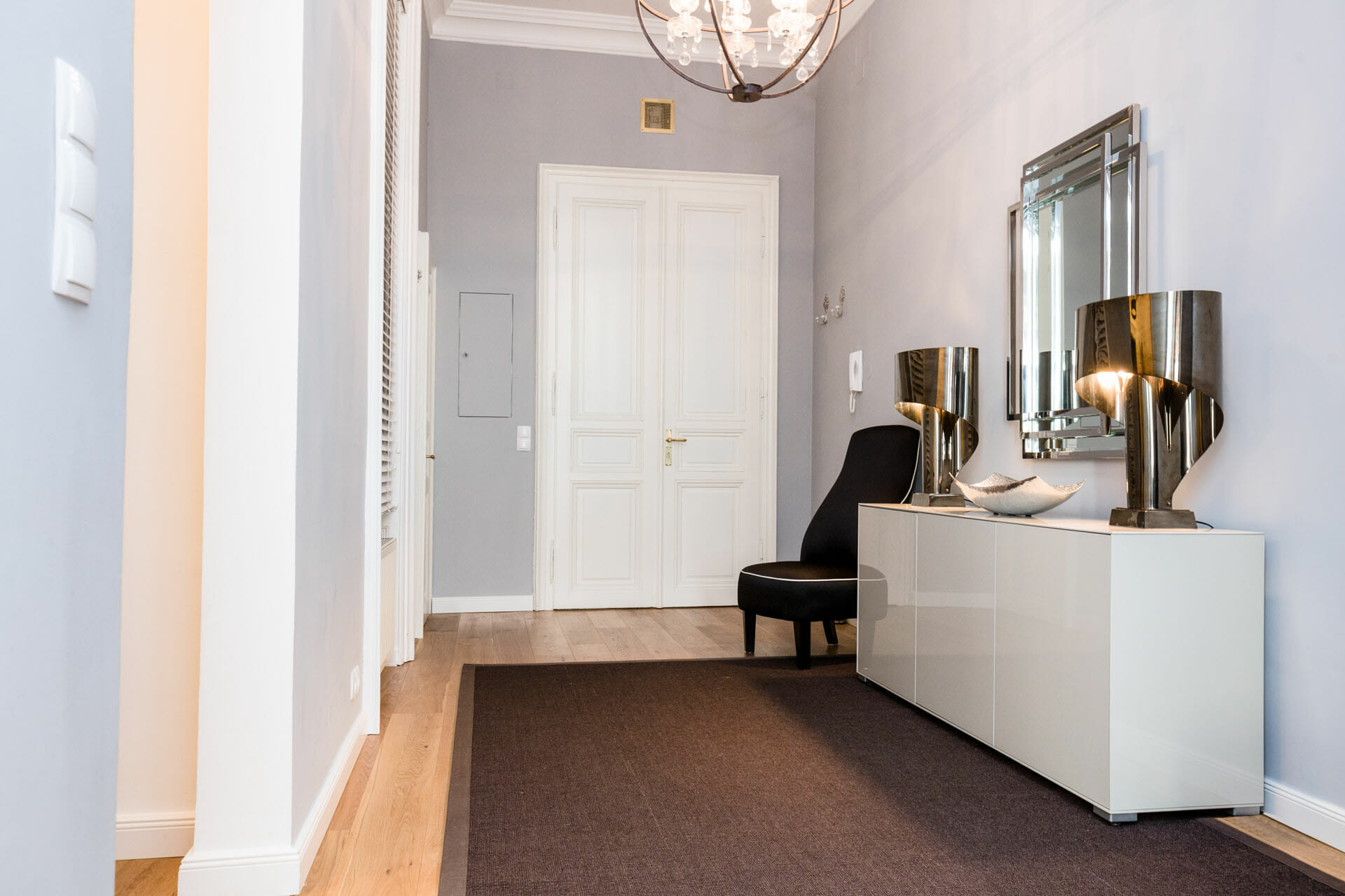 Prestige Apartments. Pure Luxury in the Center of Vienna.Equipment: electric stove, oven, refrigerator, freezer, coffee machine, water heater, toaster, frying pan, cooking pot, Kitchenware, sofa bed, sofa, TV, double bed, lift, washing machine, vacuum cleaner, Internet, Digital Cable TV,