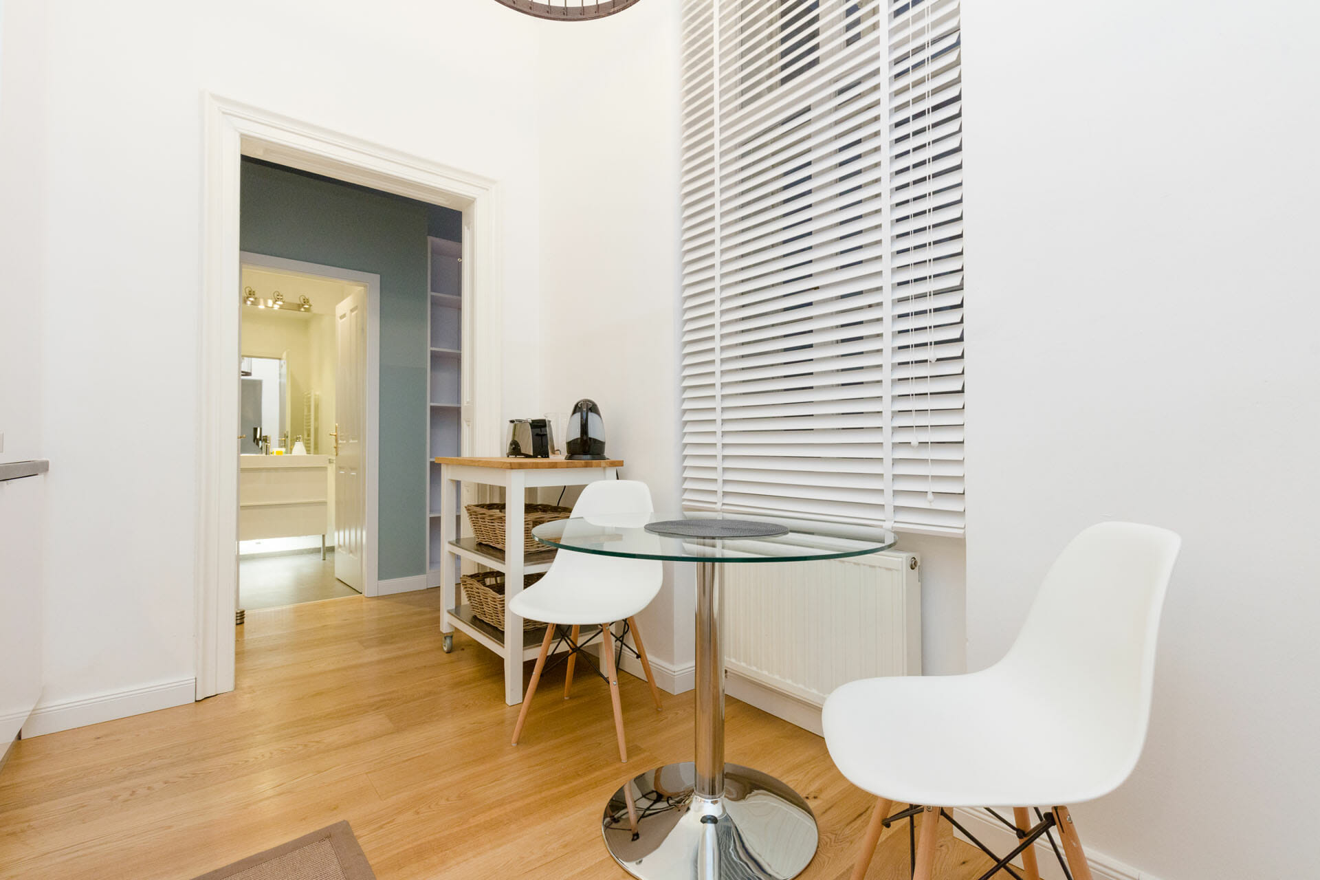 Prestige Apartments in Vienna. Pure Luxury in the Center of Vienna. First class 3 bedroom luxury apartment with space for up to 6 people - Live directly at the famous Stephansplatz.Graben 28.
