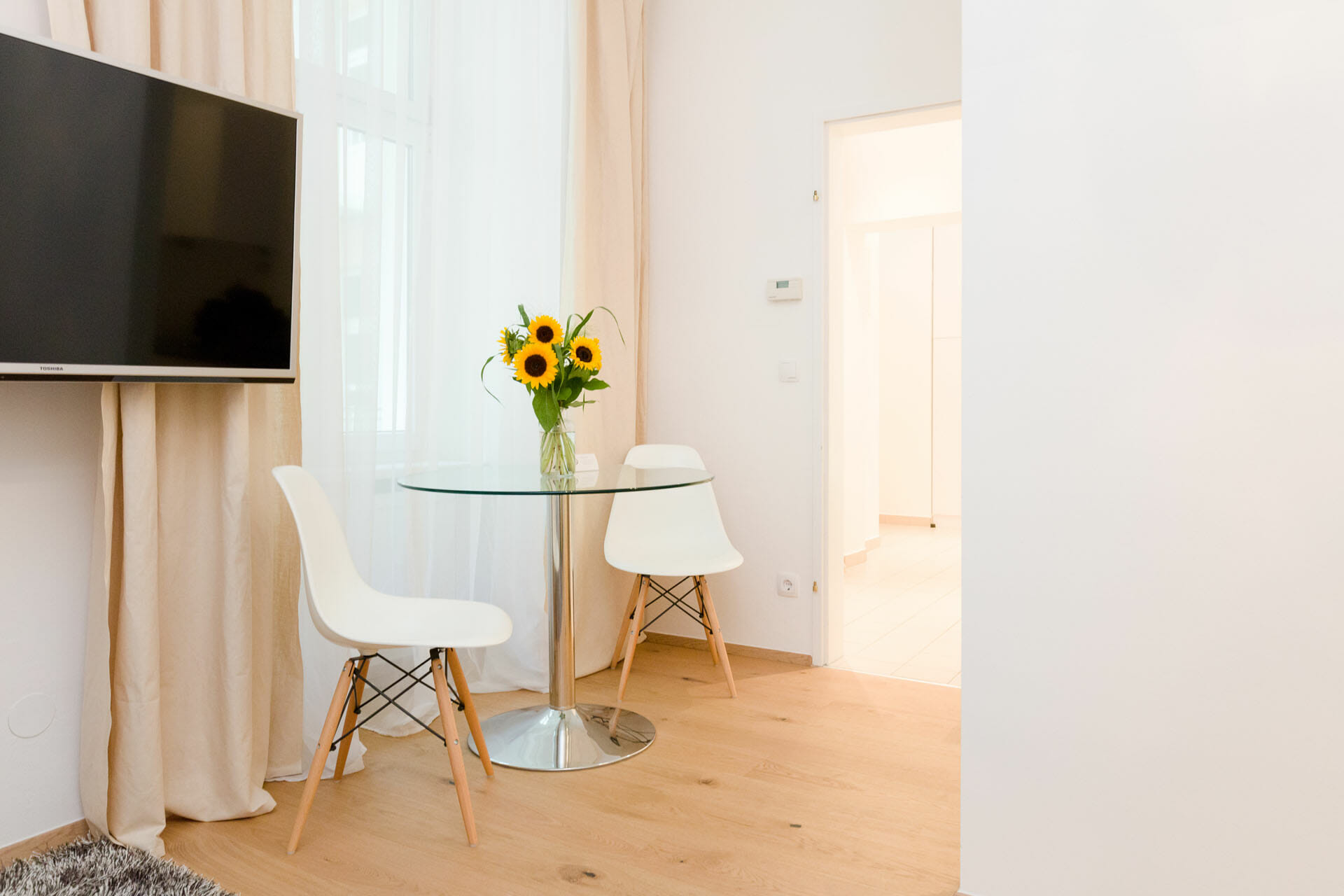 Prestige Apartments in Austria.Chic Vienna apartment in Alsergrund near the university.Kitchenware, sofa, TV, double bed.Apartments size in m²: 40 District: 1090 Alsergrund Bedroom: 0