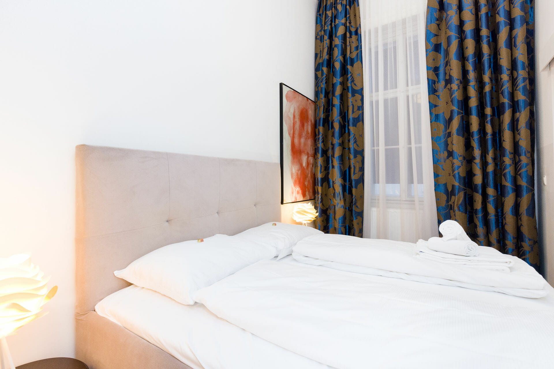 Prestige Apartments in Vienna. Ideal city center of Vienna the Graben.The apartment is fully furnished, TV, Cable, wireless, king size bed, cafe machine, wash machine and lots more. The apartment has recently been renovated and newly furnished in a modern, elegant design.
