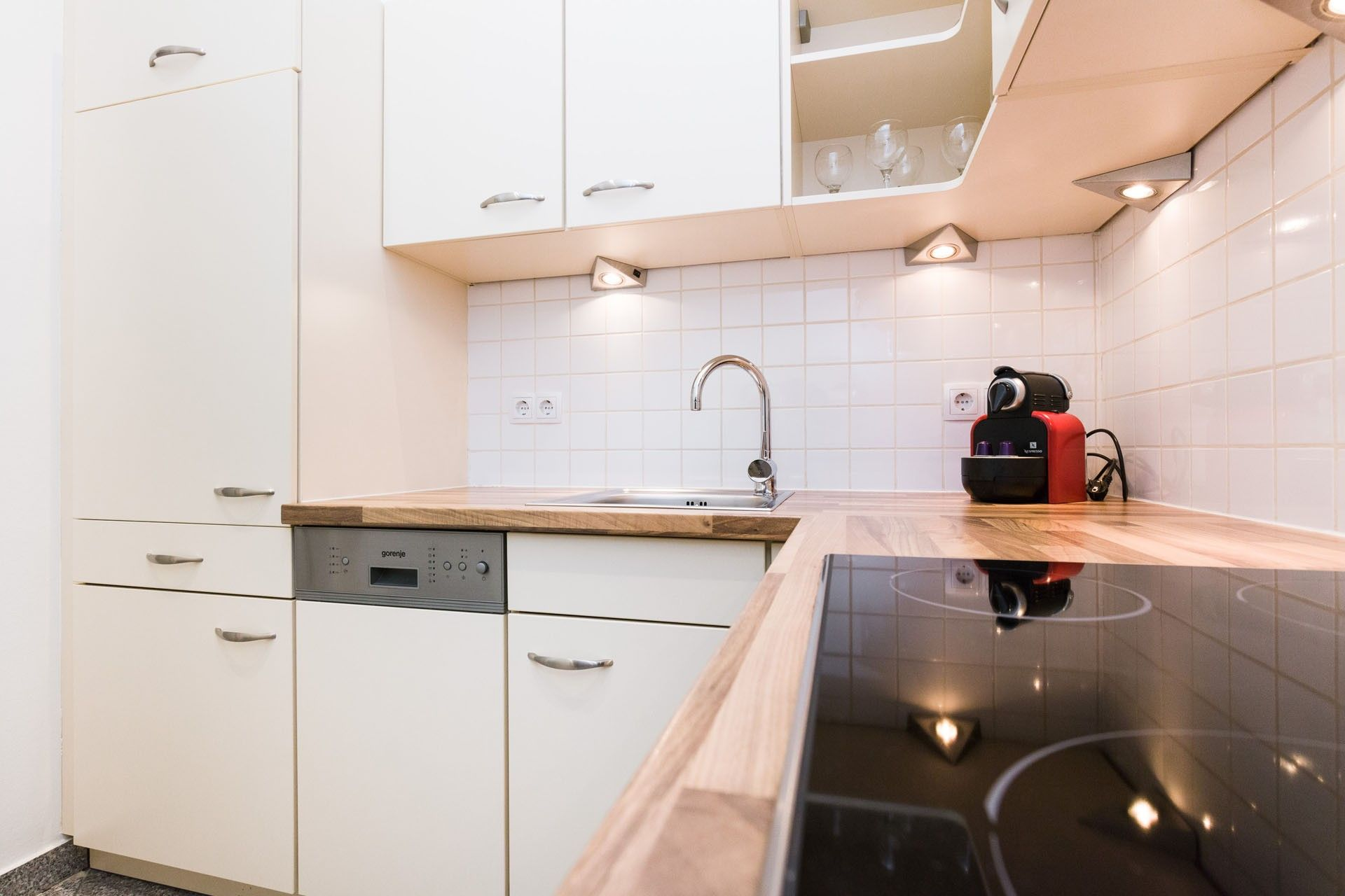 Vienna Prestige Apartments Premium Studio Close to City Center  Alser Strasse 14 Apartments size in m²: 55 District: 1090 Alsergrund Bedroom: 1  Internet, Digital Cable TV, Fully equipped kitchen, Fully furnished interior, Non smoking, Cleaning utensils supplied